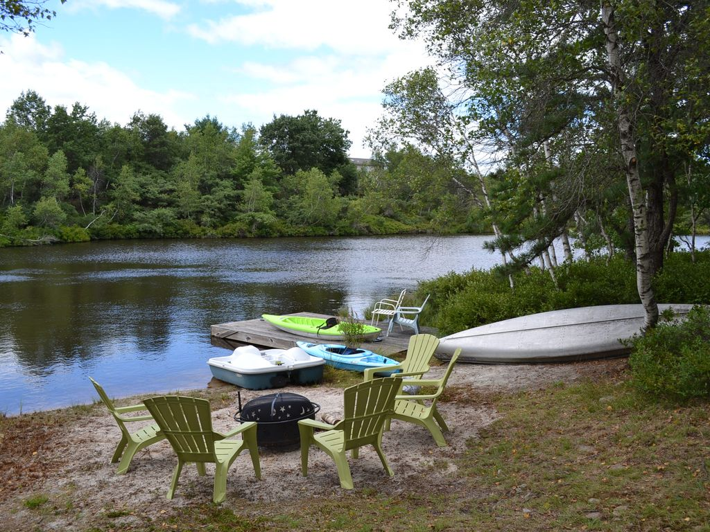 Lake front fireplace hot tub pool table wifi boats for Long pond pa cabin rentals