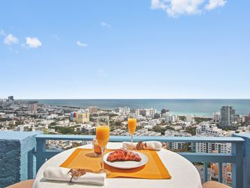 SoBe/SoFi 2BR 31st flr on 1st St near Joe's, above MBMarina, 5 min walk to beach