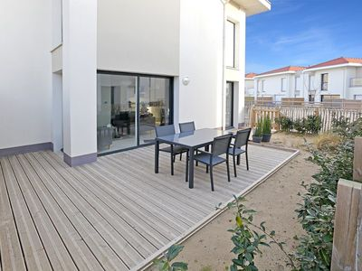 Photo for Pleasant apartment of 57 m² on the ground floor for 4 to 5 people 100 m from the beach with terrace