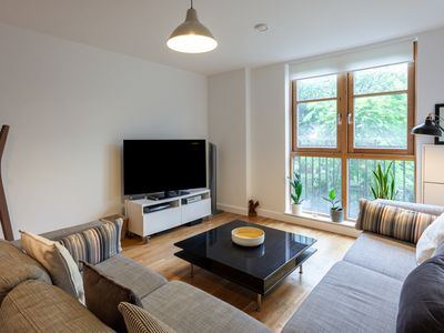Photo for Lovely 2 bed, 2 bathroom flat - 5 mins from tube