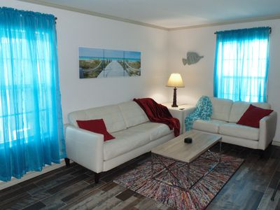 Mid-Island Cool & Cozy Condo with Keyless Entry & Free WiFi