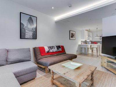 Photo for Modern 1 Bed Sleeps 4 in Wandsworth