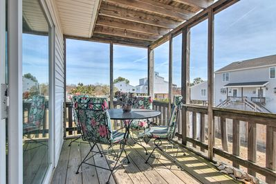 Experience the magic of Chincoteague at this lovely vacation rental townhome!