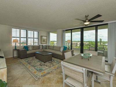 Photo for Newly renovated, 7th Floor corner unit, water views, private beach access