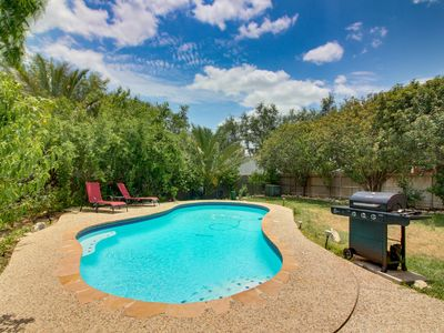 Photo for Quiet home w/private pool near San Antonio, Lackland AFB, Sea World