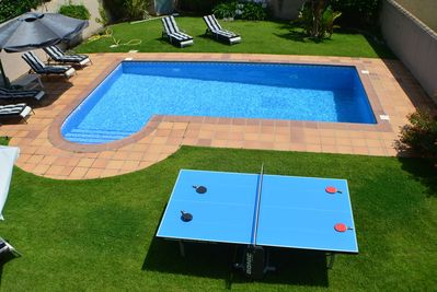 over view of table tennis table and pool