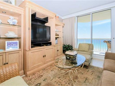 Photo for Beach View Condo: Walking distance to restaurants & beach access! TWO KING BEDS!
