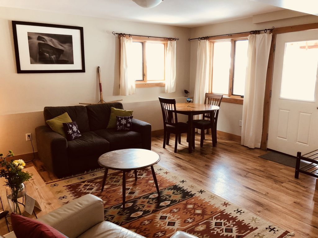 Cozy clean suite to rest or play! - HomeAway