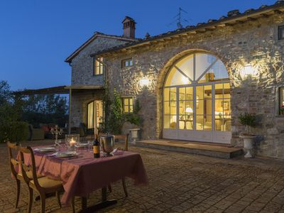Photo for Luxury Chianti Villa with private pool, 15 min from Florence, 5 BR with BA ensuite