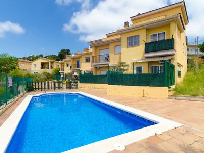 Photo for Club Villamar - Centrally located holiday home with swimming pool in front door