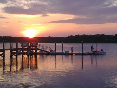 Waterfront, Amazing Sunsets, Dock, Fishing and Small Beach, 2 bedrooms sleeps 4