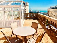 We really enjoyed the roof terrace in the sun all through the day: from breakfast to evening drinks.