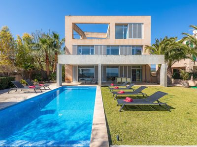 Photo for Fantastic Property with Access to the Beach, Pool, Wi-Fi, Rooftop Terrace and Balcony; Parking Available