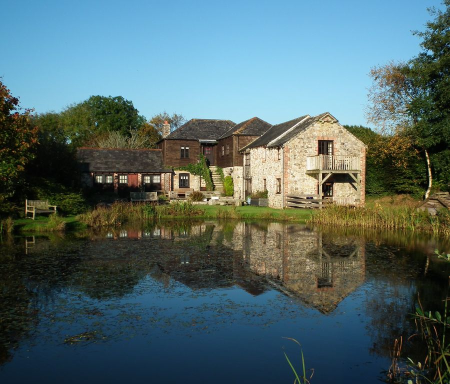 Lovely 6 bedroom lakefront cottage with hot tub, health club & fishing -  Callington
