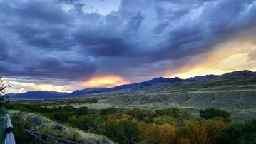 The Wyoming Paintbrush Studio - Room With a View!