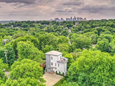 Photo for 7 BEDS - 4 BR - 4.5 BATH - Skyline View - 2 Miles to Broadway