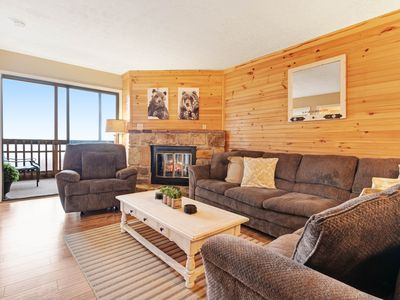 Photo for Mountain view condo w/ fireplace & screened deck - minutes to town/nat'l park!