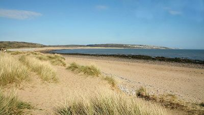 Newton beach. 2 min.walk through sand dunes from Beach House. Quiet location