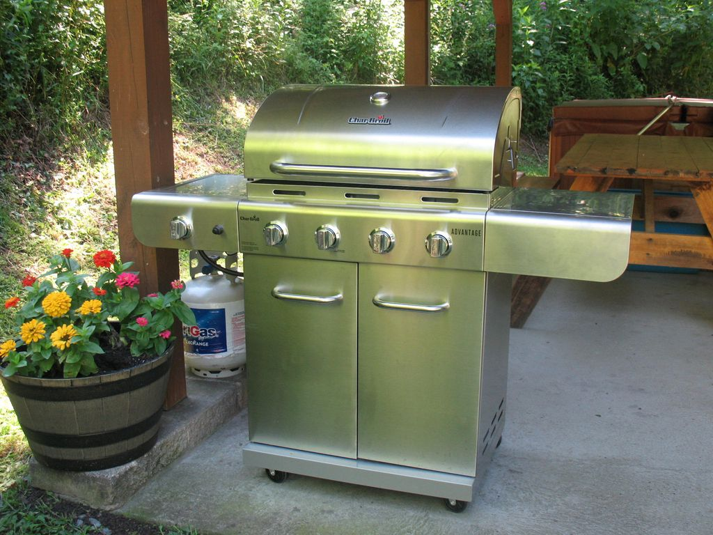 Beautiful clean cabin gas grill and hot tub pets welcome