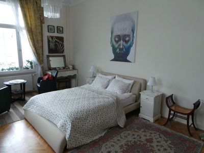 Beautiful large main bedroom, offering maximum comfort with quality bed/bedding