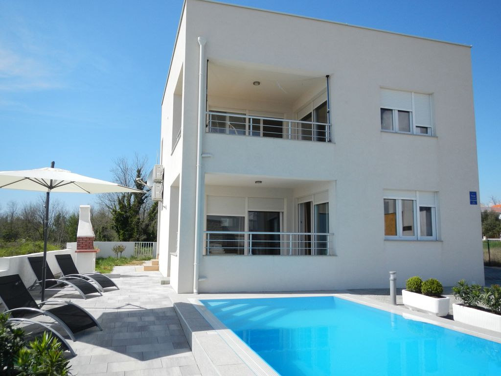 The luxurious apartment with pool and a beautiful view of the sea  Photo 1