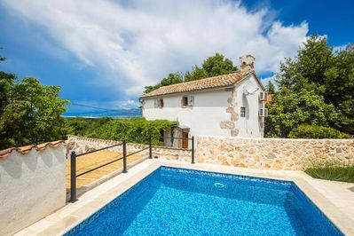 Mediterranean style holiday house - full privacy, swimming pool, parking garage, terrace - 1
