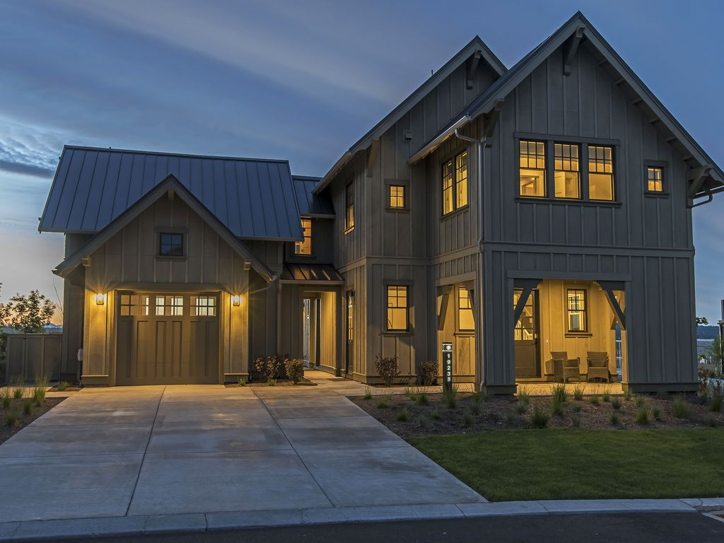 Beautiful Home | 20 min from Mt. Bachelor | 10 min from ...
