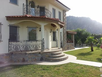 Spacious 250sqm 4 Bedroomed Villa With 50sqm Private Pool,Jacuzzi,Mountain view.
