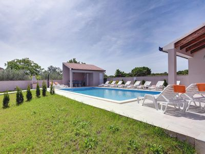 Photo for Modern villa for 16 persons with private pool, 4 air conditioning, WiFi, 6 bedrooms and great barbecue area