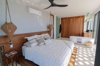 Rincon de almas 601, Bedroom and tub. (MyPVRentals)
