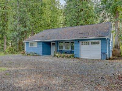 Photo for Adorable creekside home w/ updated amenities, deck, & gas grill!