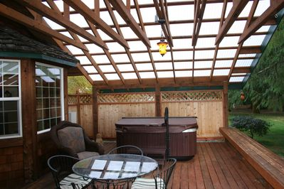Riversong deck showing privacy screen for hot tub