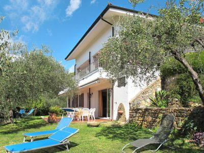 Photo for 3 bedroom Apartment, sleeps 6 in Pairola with Air Con and WiFi