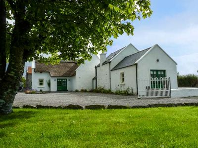 Photo for ANNIE'S COTTAGE, family friendly in Belcarra, County Mayo, Ref 927842