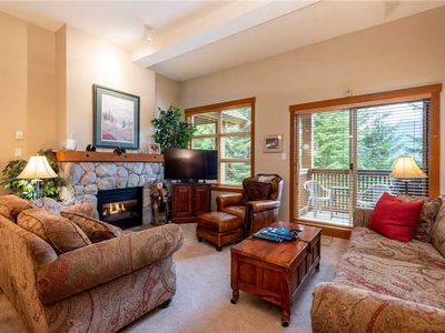 SKI IN/SKI OUT! Beautiful & Cozy Townhome with Breathtaking Views! Private HotTub!