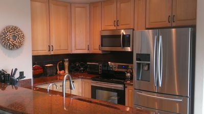 Beautiful well equipped kitchen w/ granite counters