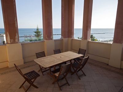 Photo for Villa Rosa - First floor apartment facing the sea