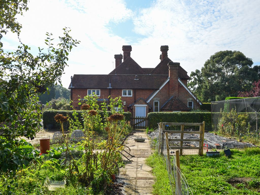Luxury country cottage 1 hour from london within beautiful for Pictures of english country cottages