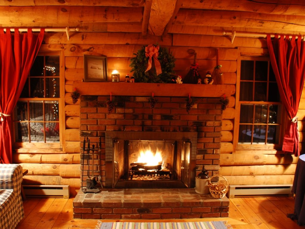 fantastic pet friendly log cabin close to skiing wardsboro rh vrbo com log cabin fireplace mantel ideas log cabin fireplace mantel ideas