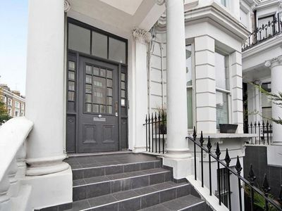 Photo for Luxury 2 Double Bedroom 2 Bathroom Accommodation in Earls Court. Great Transport