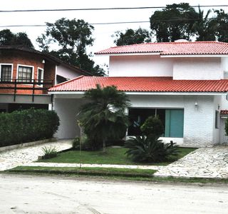 Photo for Beautiful house, very well located near the mall and beach, with pool!