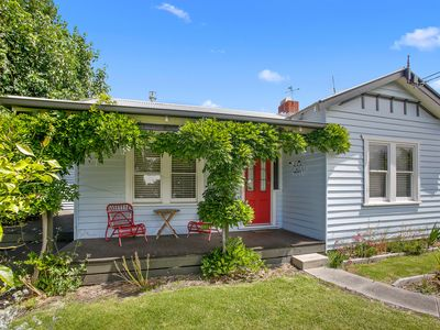 Seaside Cottage, Apollo Bay. Everything within walking distance.