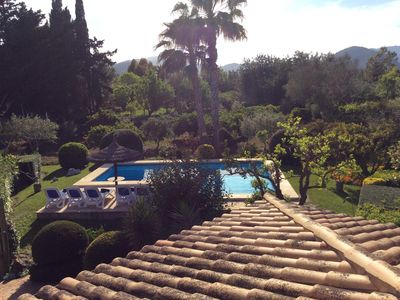 Photo for STUNNING GROUNDS, PRIVATE POOL, aircon, wifi, book now!