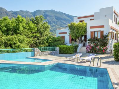 Photo for Detached villa, private swimming pool, on estate, south-west coast near Plakias