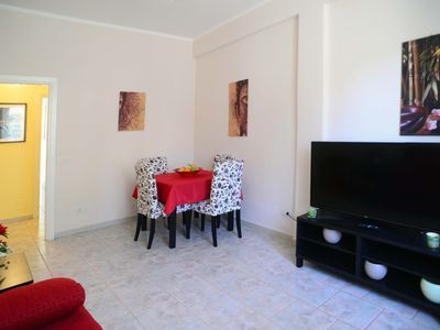 Photo for Cozy apartment, central location, just steps from the lake