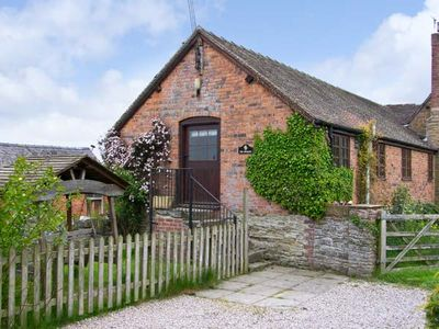 Photo for THE GRANARY, pet friendly, with a garden in Craven Arms, Ref 15553