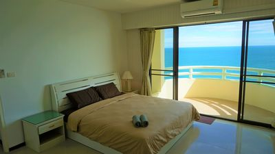 Photo for Spacious 1 BR Beachfront and Seaview