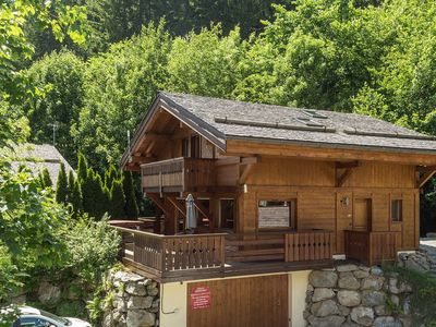 Photo for 5 bedroom Chalet, sleeps 12 with FREE WiFi and Walk to Shops