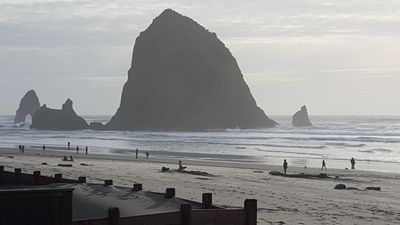 Spectacular Cannon Beach Ocean Front Home Steps to Haystack Rock and Midtown