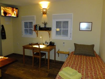 Photo for Cozy all year garden cottage, air condition, open sky shower, English spoken